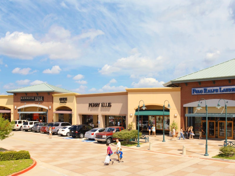 Allen Premium Outlets, a Simon Center in Beyond Dallas