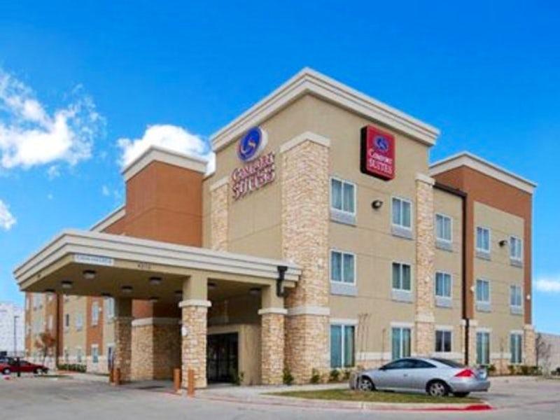 Comfort Suites Dallas in Oak Cliff