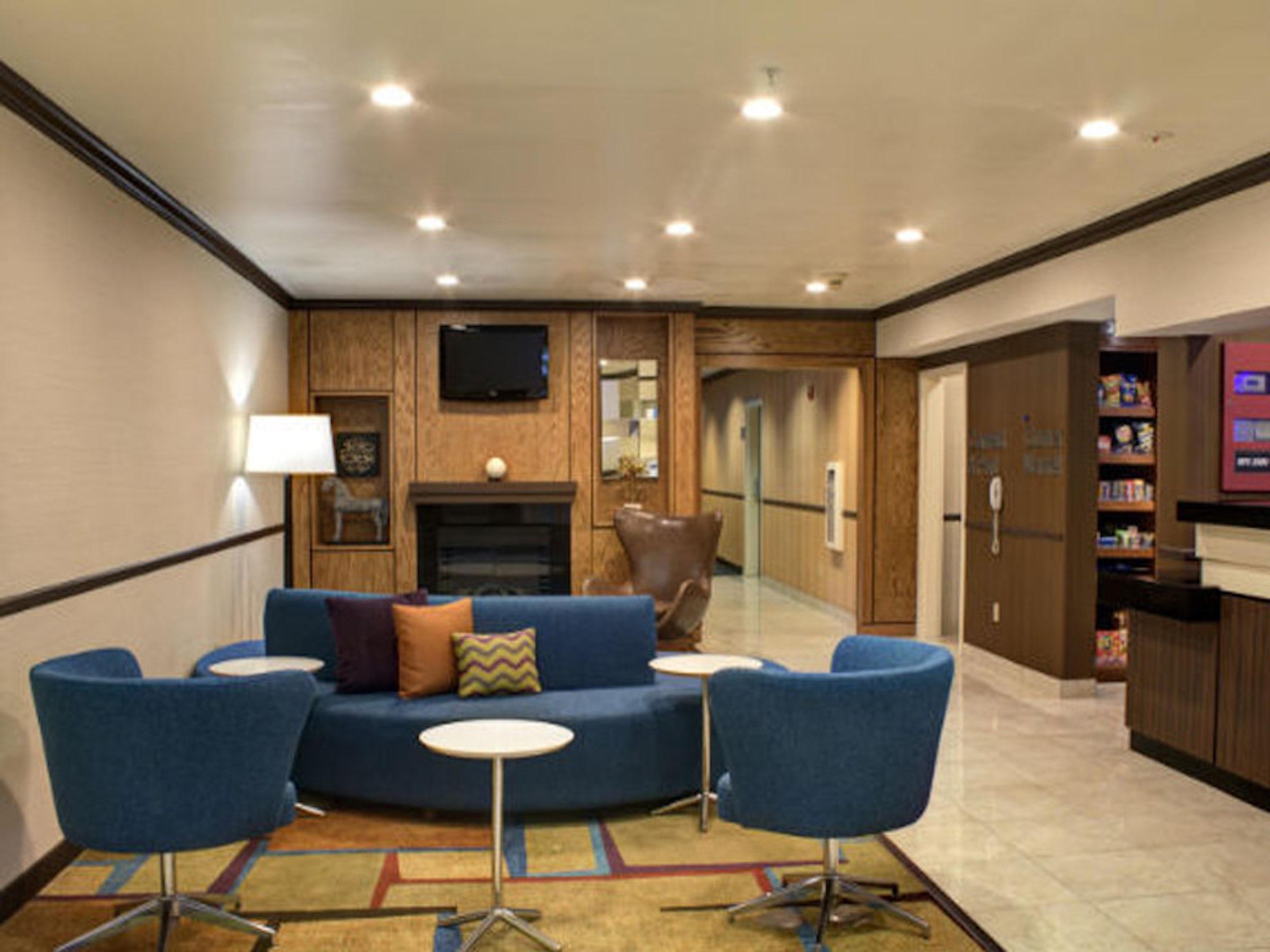 Comfort Inn & Suites Dallas-Addison in Beyond Dallas