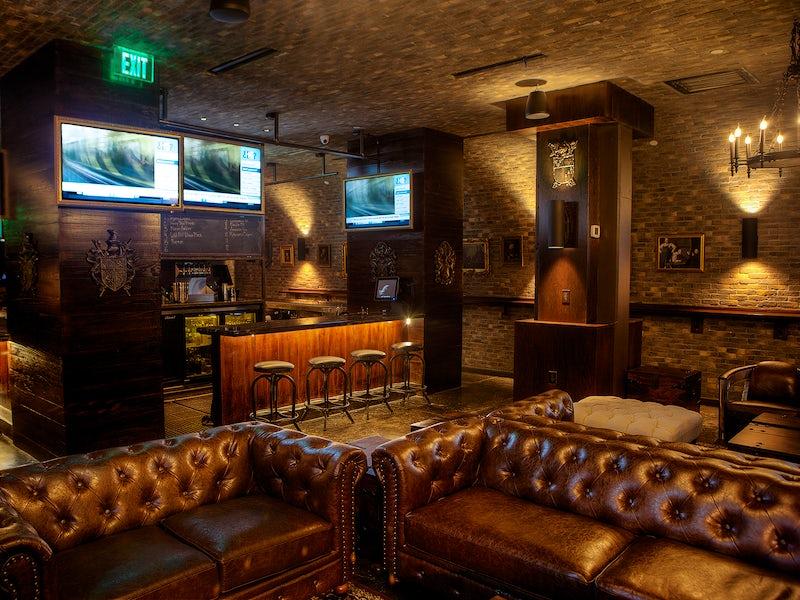 Ill Minster Pub in Beyond Dallas