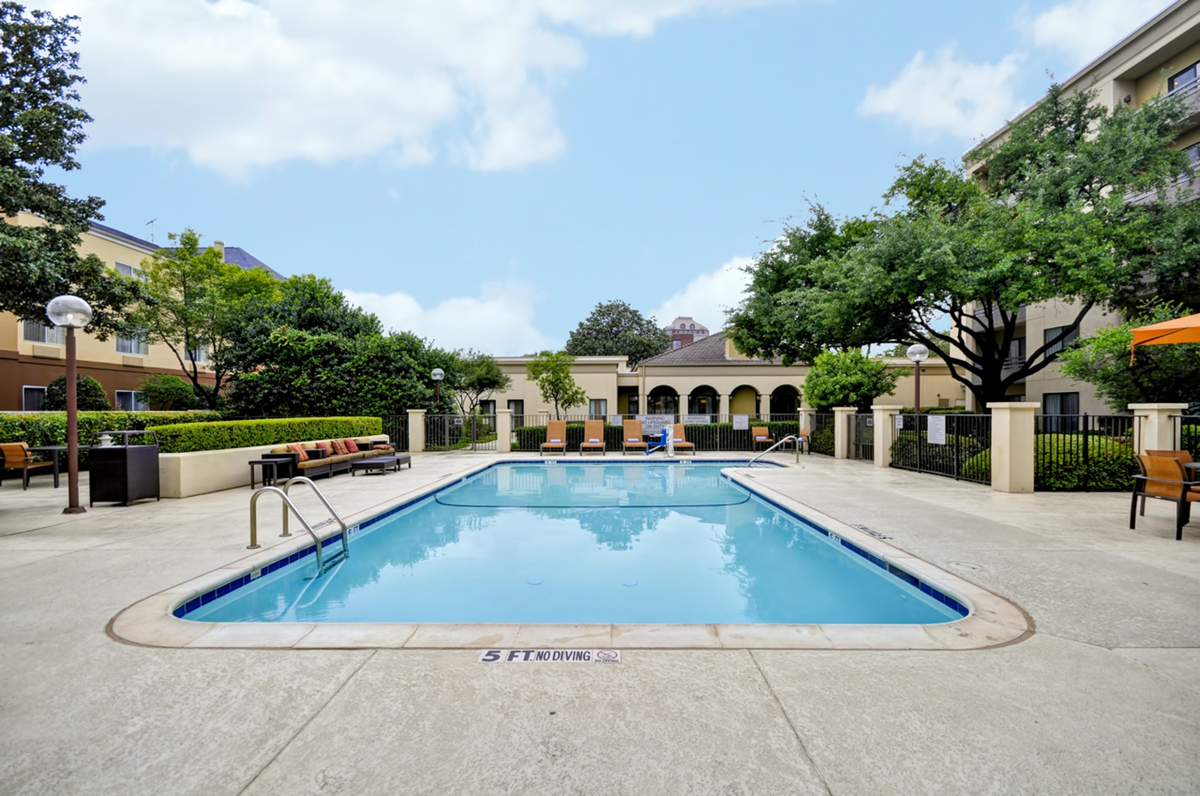 Courtyard by Marriott Dallas Medical/Market Center in Beyond Dallas