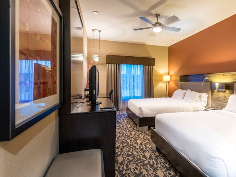 Holiday Inn Express & Suites North Dallas @ Preston in Beyond Dallas