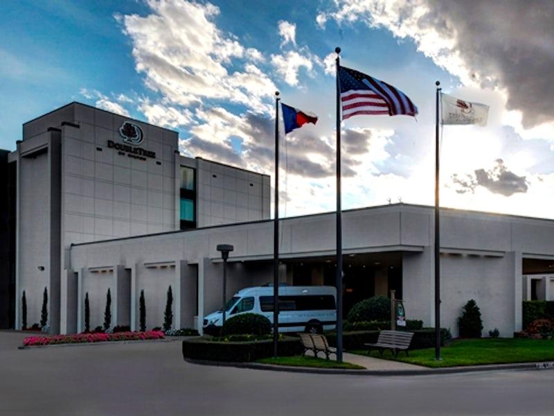 Doubletree by Hilton Arlington DFW South in Arlington