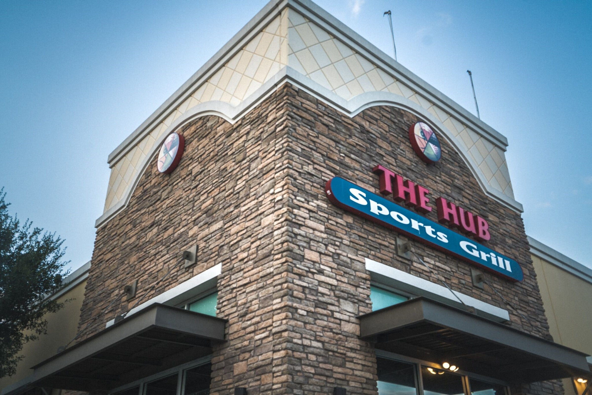 Hub Sports Bar & Grill in Beyond Dallas