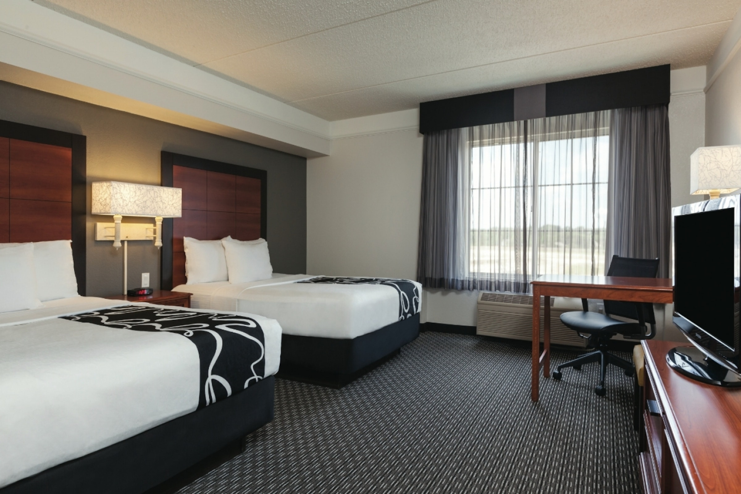 La Quinta Inn & Suites Dallas North Central in Beyond Dallas