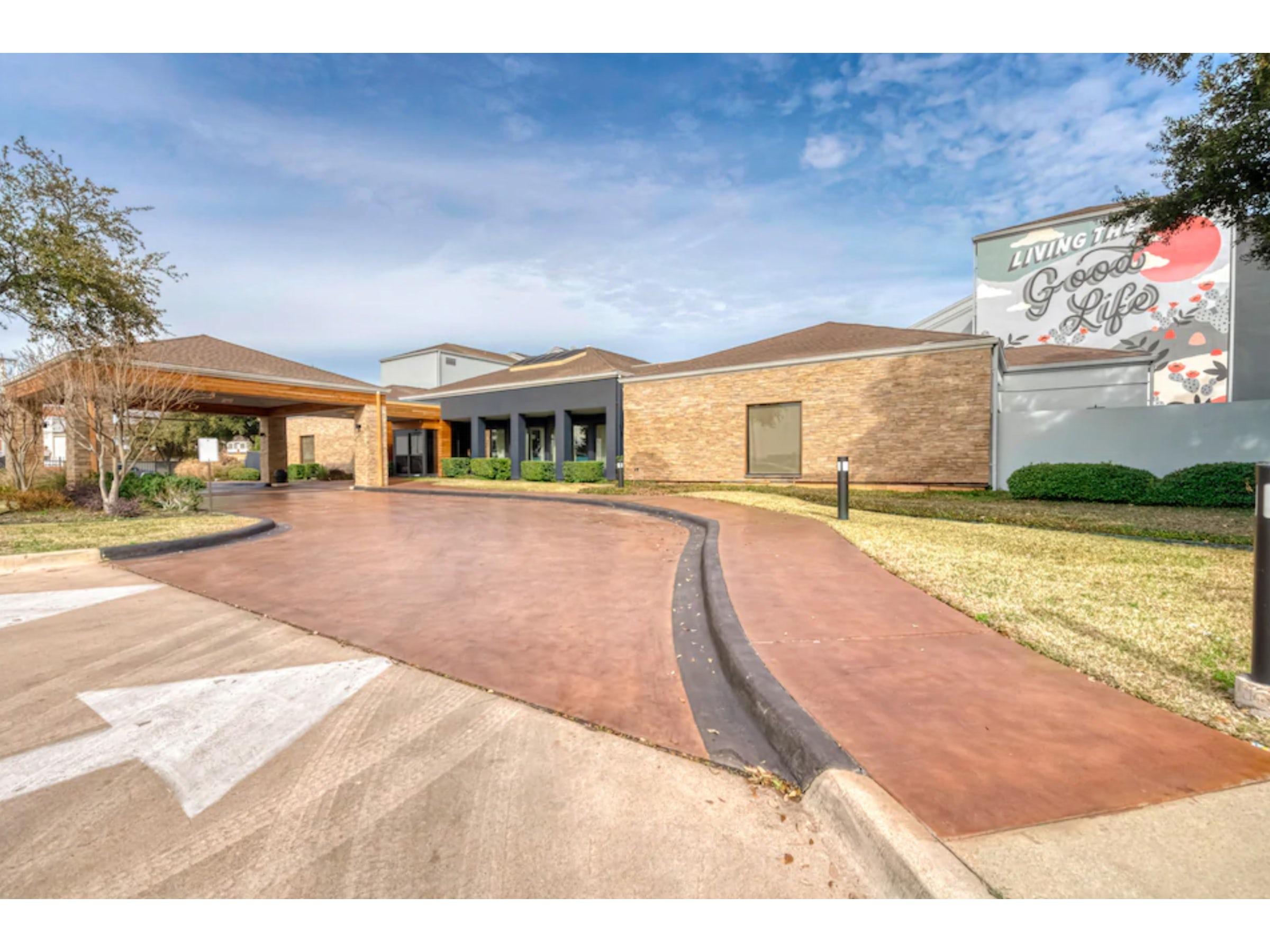 OYO Townhouse Dallas - Love Field Airport in Beyond Dallas