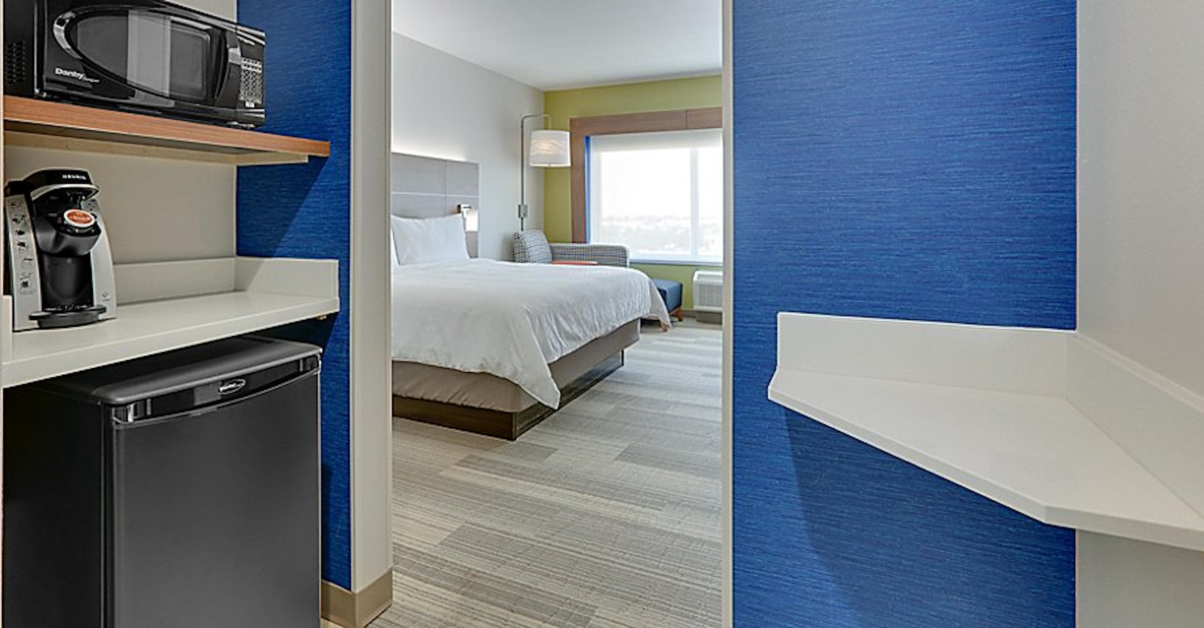 Holiday Inn Express & Suites Dallas Northwest Love Field in Beyond Dallas