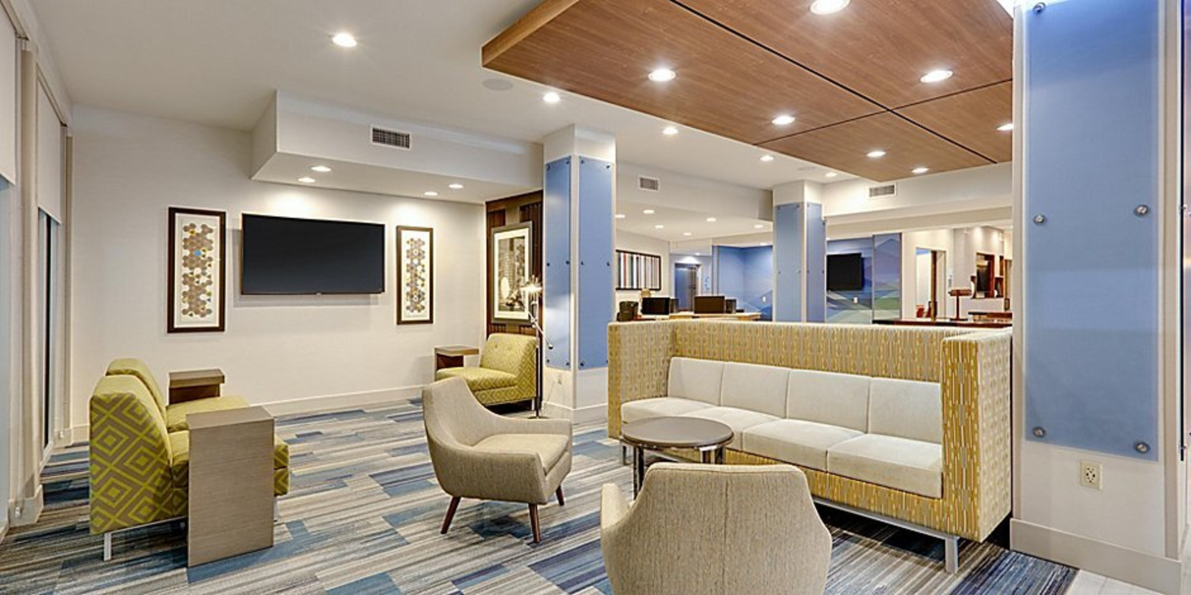 Holiday Inn & Suites Express Farmers Branch in Beyond Dallas